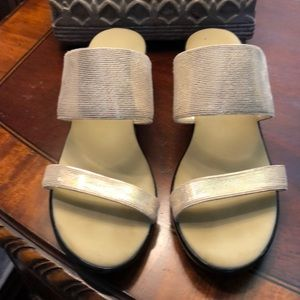 Onex metallic gold sandal